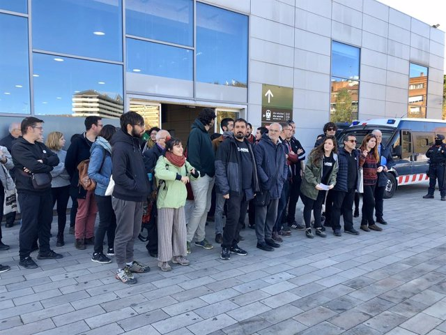 Atenció als mitjans de 17 encausats per tallar l'AVE l'1 d'octubre del 2018 a Girona.