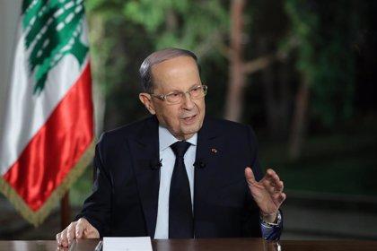 El presidente de Líbano encabeza una reunión gubernamental para abordar la crisis económica en ausencia de Hariri