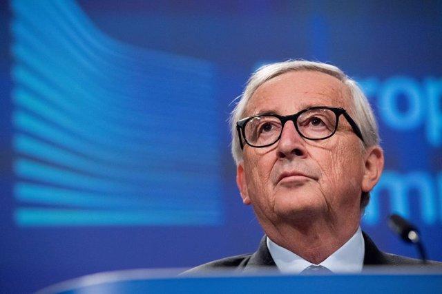 """UE.- Juncker se despide de la UE pidiendo a Von der Leyen """"que cuide de Europa"""""""
