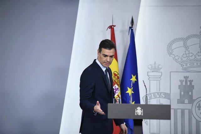 El presidente del Gobierno en funciones, Pedro Sánchez, comparece ante los medios tras su reunión con el presidente electo del Consejo Europeo, Charles Michelen, en el Complejo de la Moncloa, en Madrid (España), a 14 de noviembre de 2019.