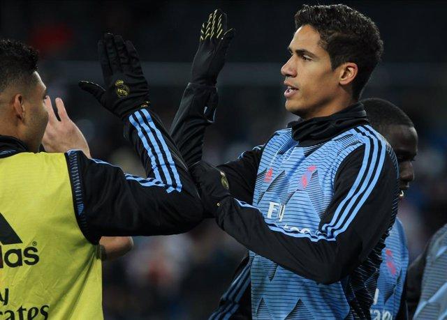 Fútbol.- Varane y Hazard, ausentes en la convocatoria del Real Madrid para jugar