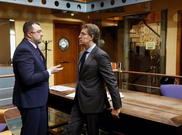 Los presidentes de Asturias, Adrián Barbón, y Galicia, Alberto Núñez Feijóo, se reúnen en Vegadeo.