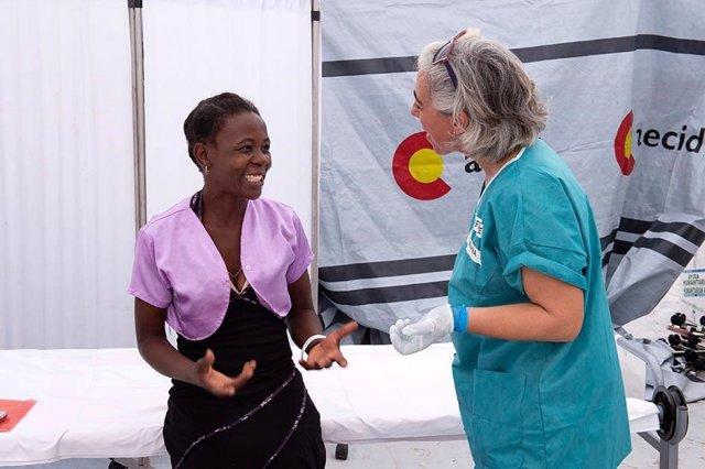 Personal del hospital de campaña START atiende a población afectada por ciclón Idai en Mozambique
