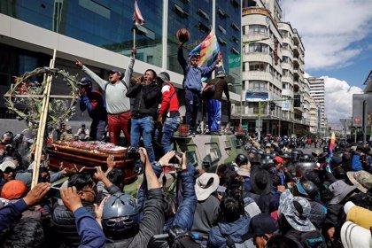 """Bolivia.- El Gobierno de Áñez advierte a los extranjeros en Bolivia sobre """"incendiar el país"""": """"Los estamos mirando"""""""