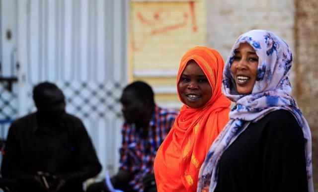 Mujeres en una calle de la capital de Sudán, Jartum