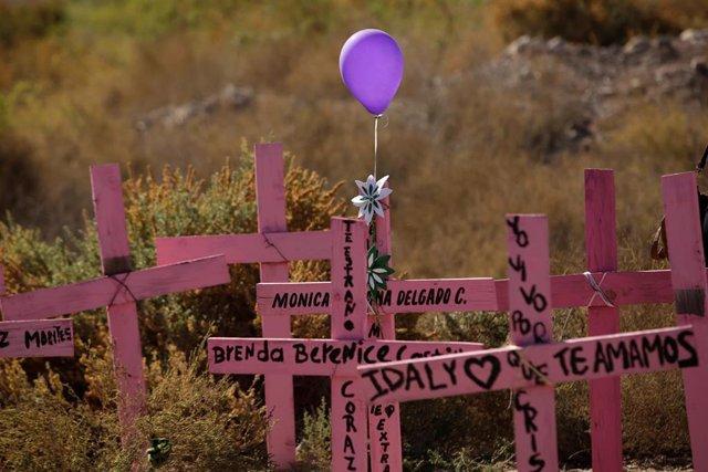 Tumbas de mujeres víctimas de feminicidios en México.