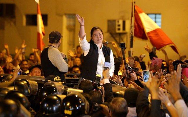 La líder del partido opositor Fuerza Nueva, Keiko Fujimori, tras ser puesta en libertad de la cárcel de Lima en la que cumplía prisión preventiva acusada de financiar de manera ilegal su partido en las campañas electorales de 2011 y 2016.