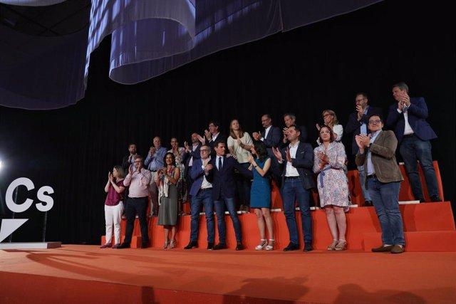 El expresidente de Ciudadanos Albert Rivera con sus compañeros de partido en el último Consejo General de Ciudadanos.