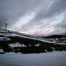 Estación de esquí Valgrande-Pajares sin nieve.