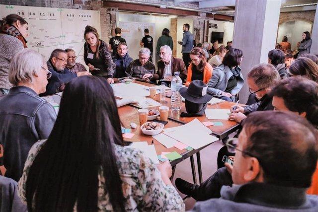 Sessió de debat a Badalona sobre l'Avanç del Pla director urbanístic (PDU) metropolità de Barcelona.