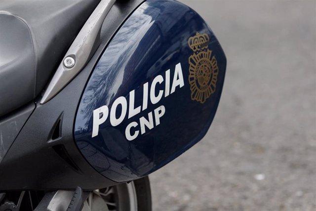 Recursos de Policía Nacional, agente, agentes, policía, policías, Unidad de Prevención y Reacción (UPR), moto, motos, policías en moto, policías en motos, distintivo Policía Nacional.