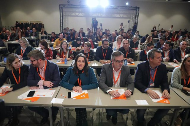 Inés Arrimadas, José Manuel Villegas y otros dirigentes de Ciudadanos en la reunión del Consejo General.