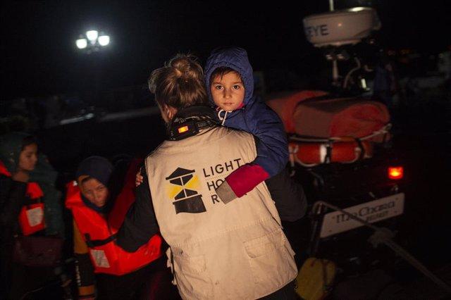 Europa.- Grecia traslada a 370 migrantes al continente ante la superpoblación de