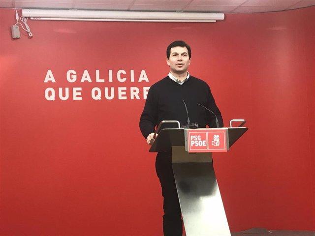 El secretario general del PSdeG, Gonzalo Caballero, en la rueda de prensa ofrecida este sábado