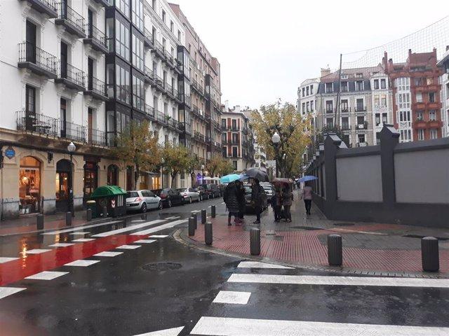 Imagen de tarde de lluvia en el centro de Bilbao