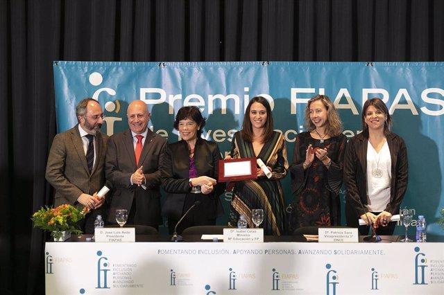 La ministra de Educación y Formación Profesional en funciones Isabel Celaá. Entrega el Premio FIAPAS de investigación en deficiencias auditivas