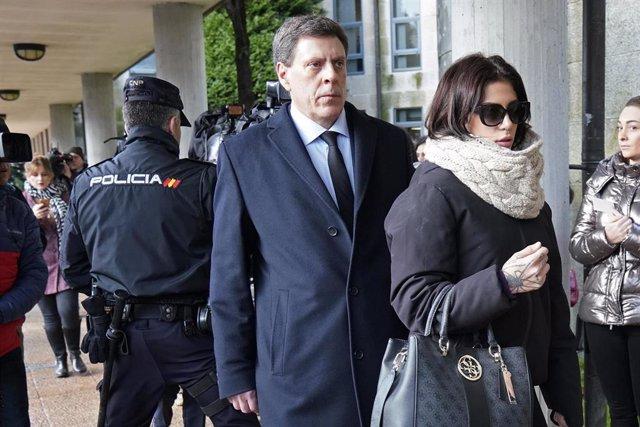 El padre y la hermana de Diana Quer, Juan Carlos y Valeria Quer, a su llegada a los juzgados en la segunda jornada del juicio contra José Enrique Abuín, alias el Chicle, por el presunto asesinato de la joven, en Santiago de Compostela /Galicia (España)