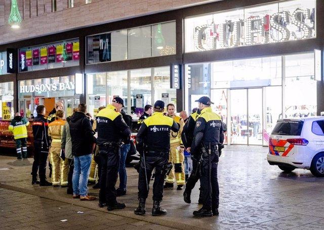Policías en el centro de La Haya