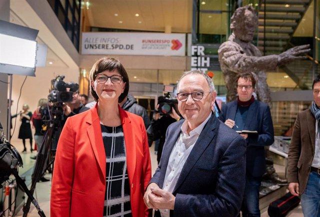 Norbert Walter-Borjans y Saskia Esken, nuevos líderes del Partido Socialdemócrata (SPD) alemán