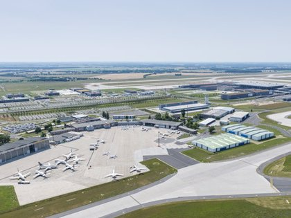 Alemania.- Desactivada una bomba de la Segunda Guerra Mundial encontrada en el aeropuerto de Schnefeld