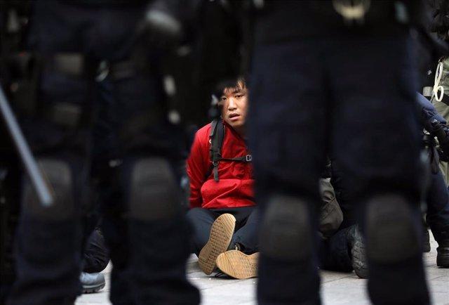 Detenido en protestas de Hong Kong