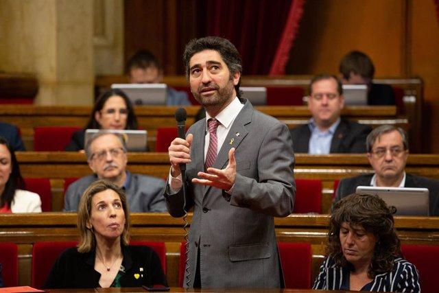 El consejero de Políticas Digitales de la Generalitat, Jordi Puigneró, interviene desde su escaño en una sesión plenaria en el Parlamento de Cataluña.