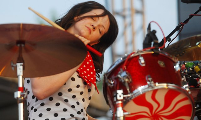 Meg White durante un concierto