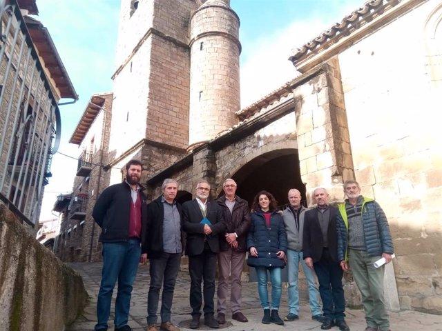 El lugarteniente del Justicia de Aragón, Javier Hernández, conoce el proyecto 'Envejece en tu pueblo'.