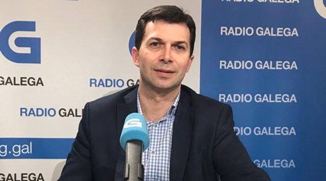 El secretario xeral del PSdeG, Gonzalo Caballero, en una entrevista en la Radio Galega.