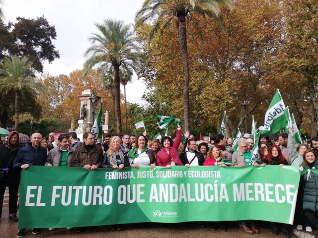 Toni Valero y Ángela Aguilera en la manifestación andalucista del 1 de diciembre