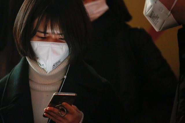 Una mujer con un móvil en China