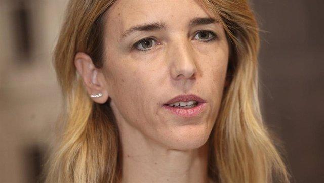 La portavoz del Partido Popular en el Congreso, Cayetana Álvarez de Toledo (d), ofrece una rueda de prensa en el Congreso de los Diputados, en Madrid (España), a 27 de noviembre de 2019.
