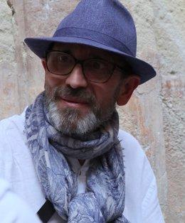 El escritor alicantino Pedro Serrano