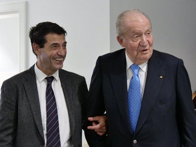 El doctor Manuel Sánchez i el rei emèrit Joan Carles I durant una visita mèdica rutinària del monarca al seu metge personal a la Clínica DeSánchez a Barcelona el 29 de novembre del 2019.