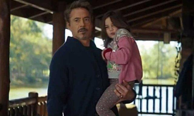 Tony Stark junto a su hija Morgan