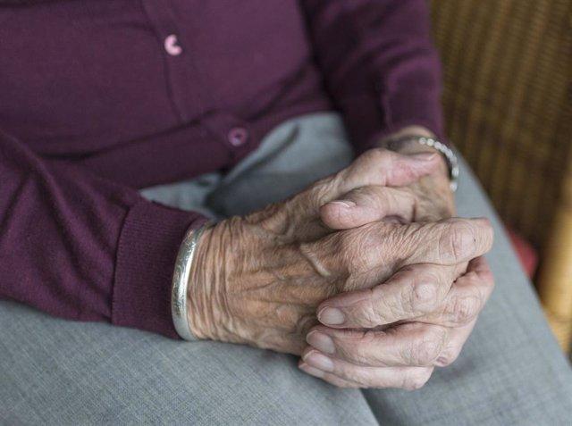 Imagen de archivo de una persona mayor.