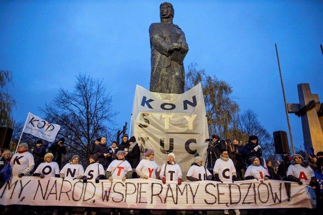 Manifestación en Polonia a favor de un sistema judicial independiente.