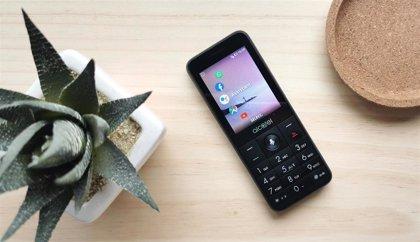 Los 'feature phones' no pasan de moda y Alcatel apuesta por nuevos modelos que incluyen WhatsApp, Google Assistant y 4G