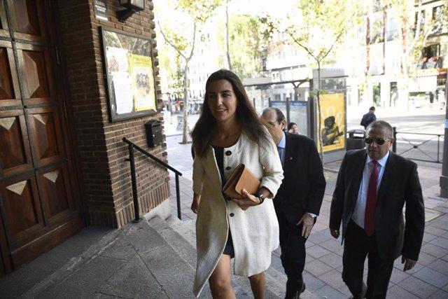 La portavoz de Vox en la Asamblea de Madrid, Rocío Monasterio sube las escaleras de la Iglesia donde se celebra la misa en honor a la patrona de la Guardia Civil  en la Parroquia de Delicias, en Madrid, a 11 de octubre de 2019.