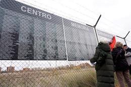 Los nombres de los primeros 550 presos llegan al memorial ciudadano de la cárcel de Carabanchel