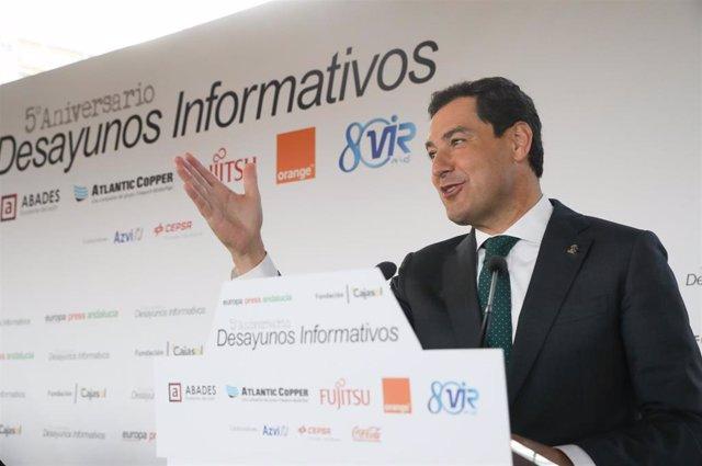 El presidente de la Junta de Andalucía, Juanma Moreno, durante su intervención en los Desayunos de Europa Press Andalucía