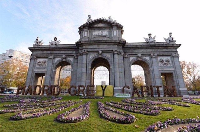 Acción de Greenpeace en la Puerta de Alcalá con motivo de la COP25