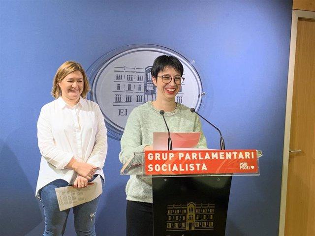 (I-D) Las Socialistas Mercedes Garrido Y Sílvia Cano.