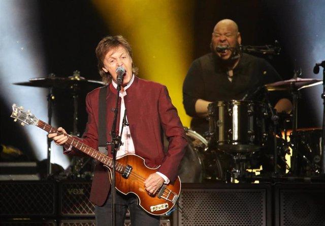 FILED - 28 May 2016, Duesseldorf: English singer Paul McCartney performs in the Espritarena.