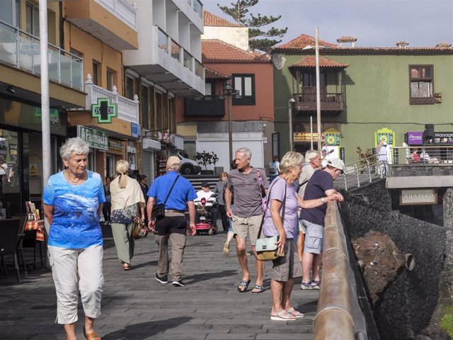 Turistas en Puerto de la Cruz