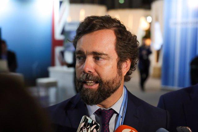 El portaveu de Vox al Congrés dels Diputats, Iván Espinosa dels Monteros, atén als mitjans de comunicació en la seva arribada a la Conferència de Nacions Unides sobre el Canvi Climàtic (COP25), Madrid (Espanya), 2 de desembre del 2019.