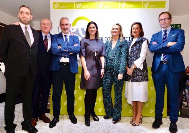 Presidenta del Colegio de Farmacéuticos de Cantabria con autoridades en la celebración del día de la patrona del colectivo