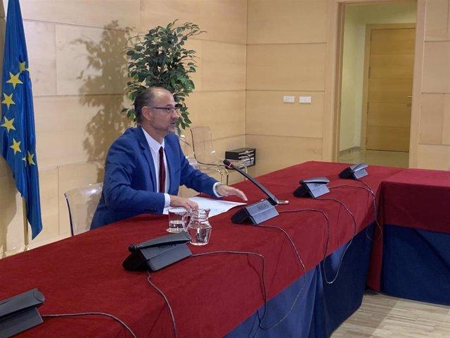 El presidente de las Cortes y del Patronato de la Fundación Villalar, Luis Fuentes, comparece tras la reunión del Patronato.