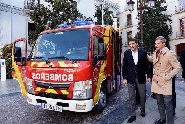 Imagen de la presentación de los camiones de bomberos