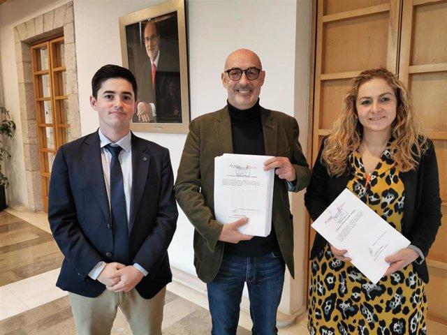 Los diputados de Cs -Diego Marañón, Félix Álvarez y Marta García- presentan las enmiendas al presupuesto de 2020 y la ley de acompañamiento en el Registro del Parlamento